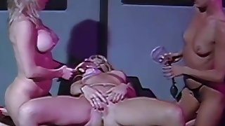 Strapon dykes going naughty in vintage threesome