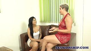 Big bottomed Luana Matrix has lured talkative lesbo be fitting of piping hot sex