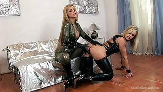 Bitchy mistress sin sexy latex underclothing Wivian fucks submissive girl
