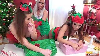 Sexy Kristy Blackand two od her best friends having lesbian 3-way