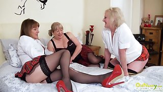 OldNannY Inverted Mature Pussy Eating Threesome
