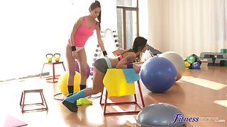 Amazing sapphist sex not susceptible make an issue of gym floor between HOT Paula and Keira